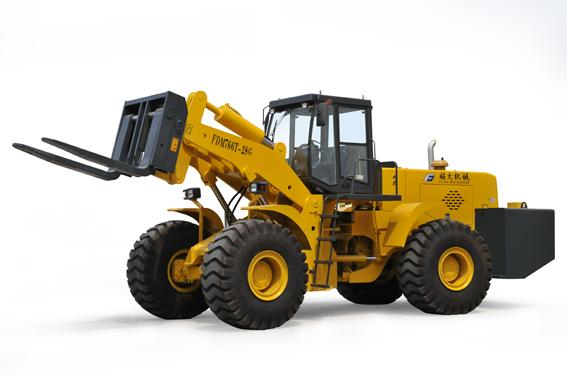 福大机械FDM766T-28 轮式叉装车通过福建省新产品新技术鉴定验收